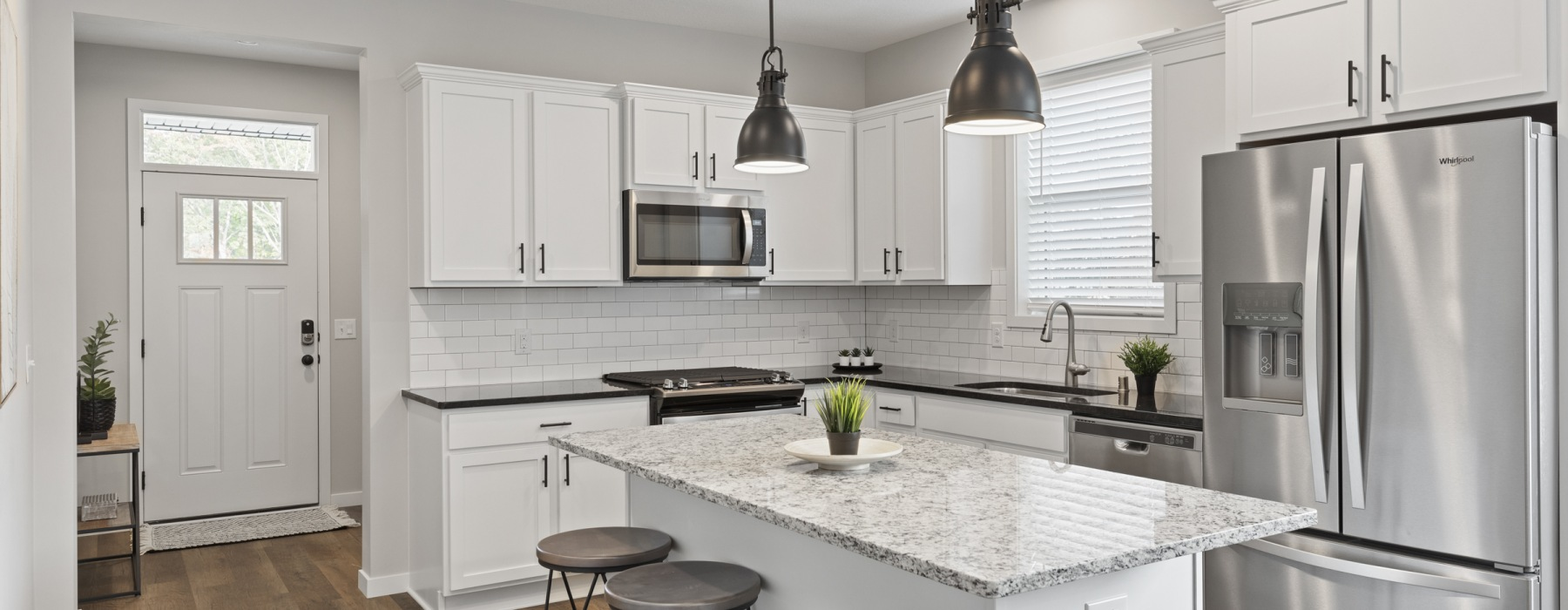 Modern Kitchens With Kitchen Islands At Beacon Ridge Single Family Rentals In Plymouth, MN